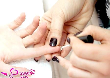 Фото - фарбування внутрішньої сторони нігтя