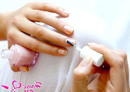 Вибір лаку для зміцнення та відновлення нігтів