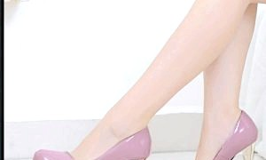 Високі підбори або взуття на плоскій підошві: мода чи функціональність?