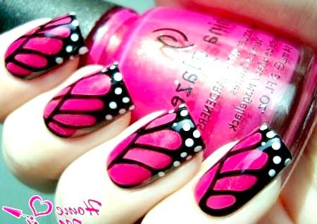 Фото - шикарний чорно-рожевий дизайн нігтів з білими крапками
