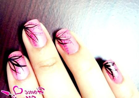 Фото - прості чорні малюнки на рожевих нігтях