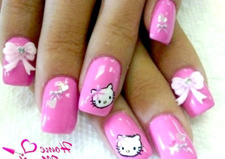 Фото - рожевий дизайн нігтів в стилі hello kitty