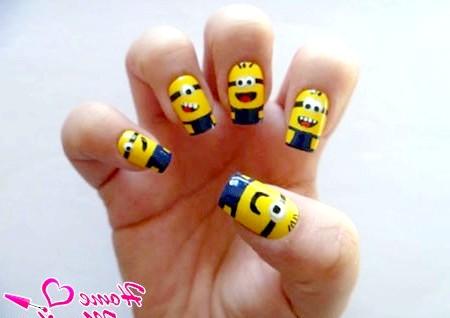 Фото - дизайн нігтів з веселими міньйонами