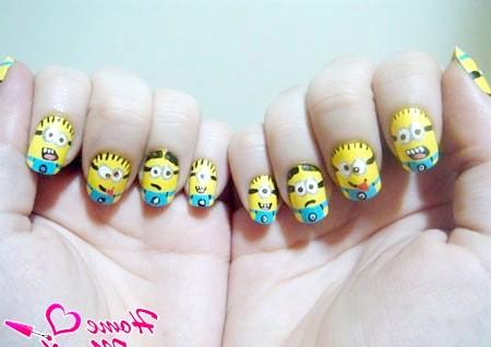 Фото - мордочки міньйонів на всіх нігтях