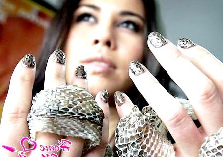 Зміїна шкіра на ваших нігтях