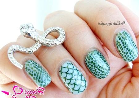 Фото - зміїний манікюр в зелено-блакитних тонах