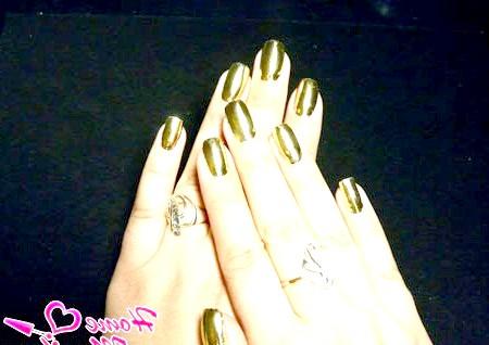 Фото - золотий металік на нігтях