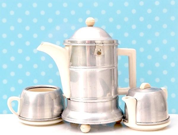 Фото - Подаруйте собі бадьорий і добрий ранок з чашкою чаю з молоком