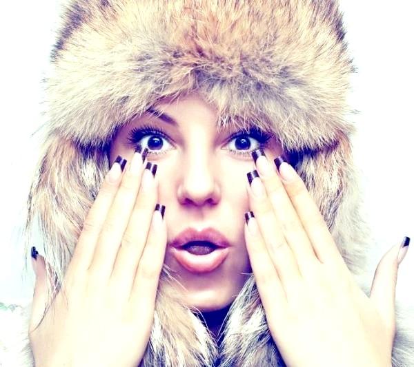 Фото - дівчина з манікюром