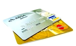 Чим відрізняються дебетові та кредитні картки?