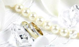 Що подарувати на перлову весілля батькам: проста відповідь на просте питання