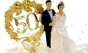 Що подарувати на золоте весілля батькам: практично або символічно?