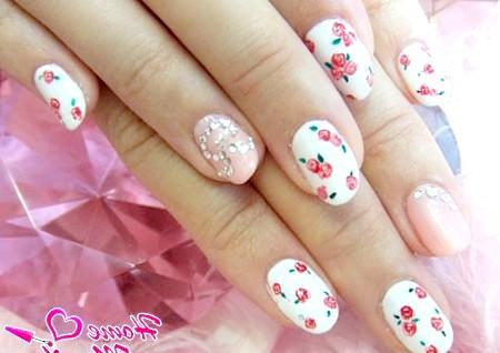 Фото - елегантний і скромний дизайн нігтів з квітами