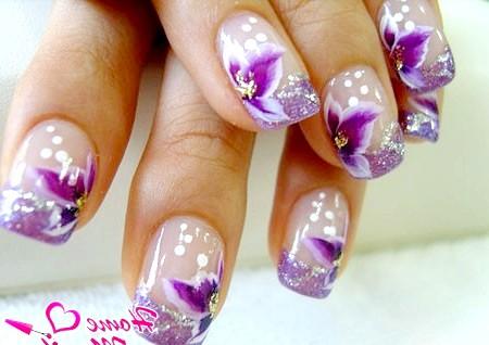 Фото - фіолетовий френч з квітковим декором
