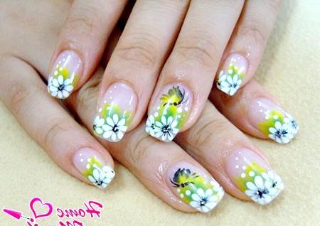 Фото - цікавий флористичний дизайн нігтів