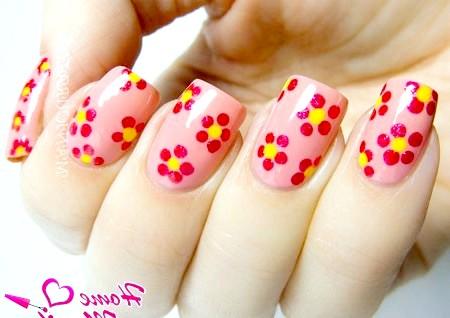 Фото - простий квітковий дизайн нігтів за допомогою Дотса