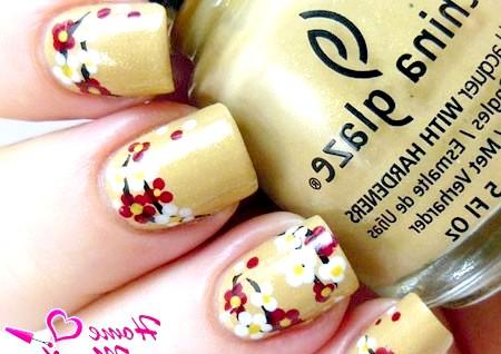 Фото - рисунок сакури на золотих нігтях