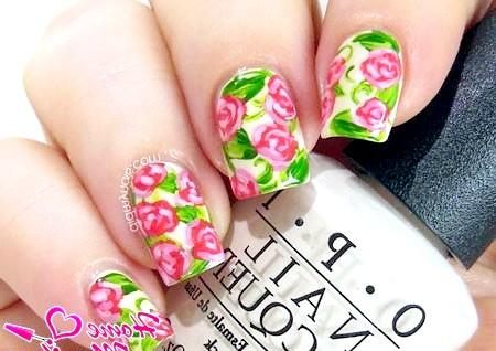 Фото - троянди з пелюстками на нігтях