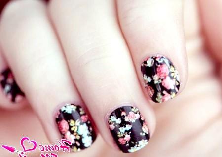 Фото - чудова квіткова розпис коротких нігтів