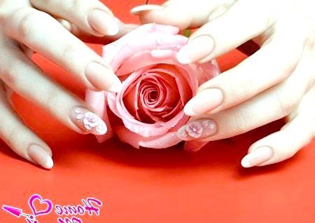Фото - квіткова ліпнина на безіменних пальцях