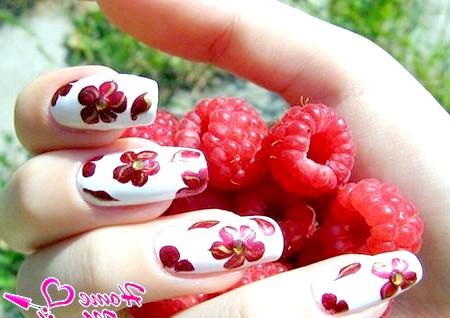Фото - красивий квітковий шеллак дизайн нігтів
