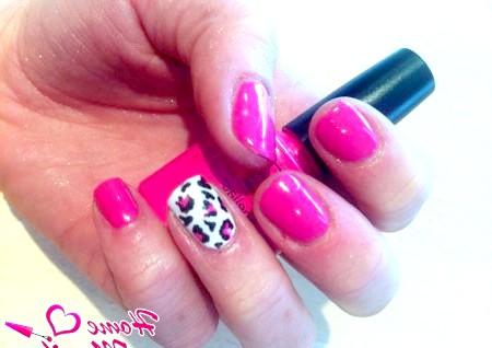 Фото - рожевий дизайн нігтів шелак з леопардовим принтом