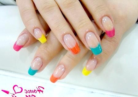 Фото - кольорові кінчики нігтів у френч манікюр