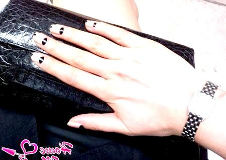 Фото - місячний дизайн нігтів з елементами френча