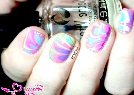 Фото - різнокольоровий дизайн нігтів з допомогою води