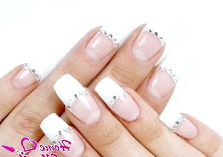 Фото - нарощені нігті френч зі стразами