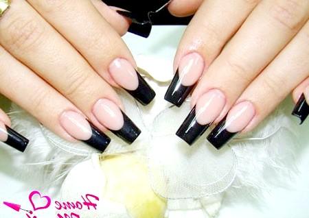 Фото - чорний френч на квадратних нігтях