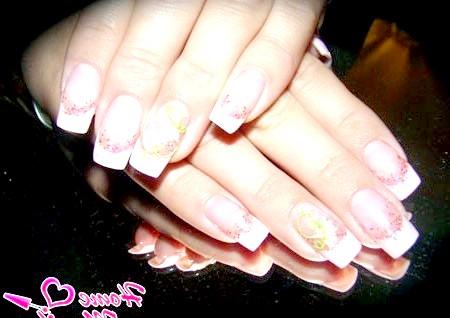 Фото - ніжно-рожеві нарощені нігті френч