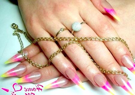 Фото - красивий френч градієнт на довгих нігтях