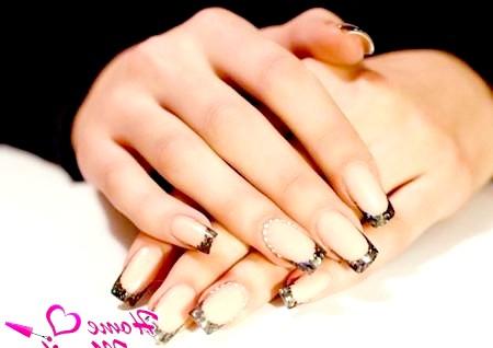 Фото - блискучий френч на нарощених нігтях
