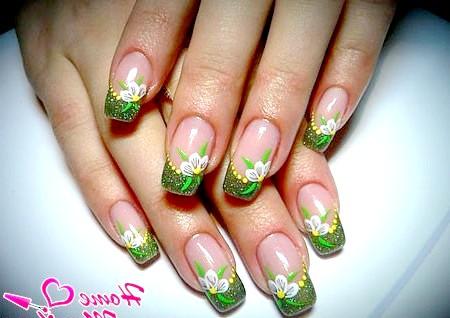 Фото - дизайн нігтів френч з малюнком квітки