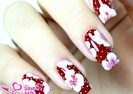 Фото - елегантна художній розпис нігтів з квітами