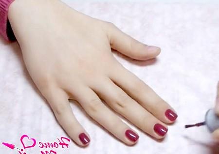 Фото - лак бордового кольору на нігтях