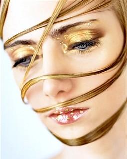 Фото - золоті нитки для обличчя