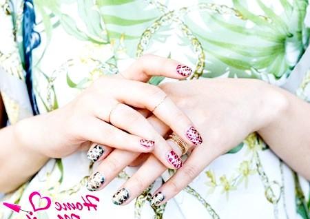 Фото - красивий і яскравий nail art на нігтях