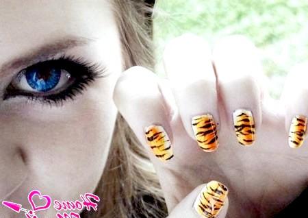 Фото - тигровий манікюр