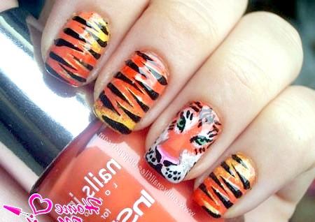 Фото - тигровий манікюр з малюнком на безіменному пальці