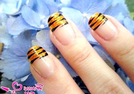 Фото - золотий френч з тигровими смужками