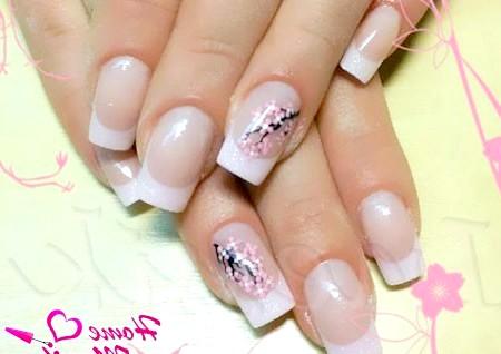 Фото - чудова сакура на нігтях