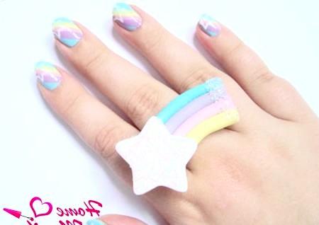 Фото - стильний дизайн нігтів в смужку