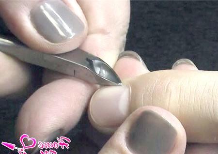 Фото - видалення кутикули на пальцях чоловіки