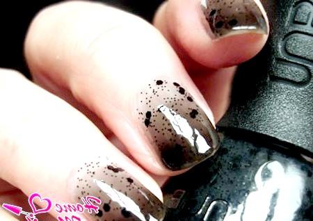 Фото - темний градієнтний дизайн нігтів