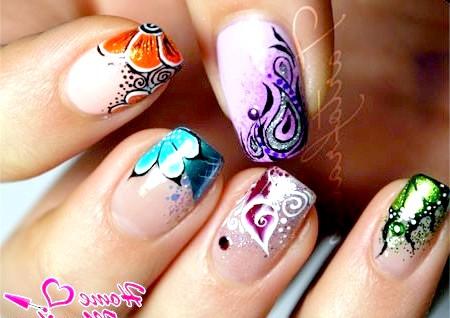 Фото - малюнки різних кольорів на нігтях