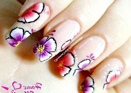 Фото - красиві довгі нігті з квітковим малюнком