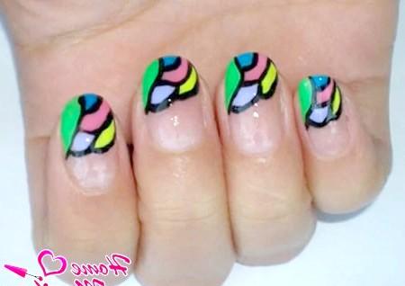 Фото - вітражна мозаїка на нігтях