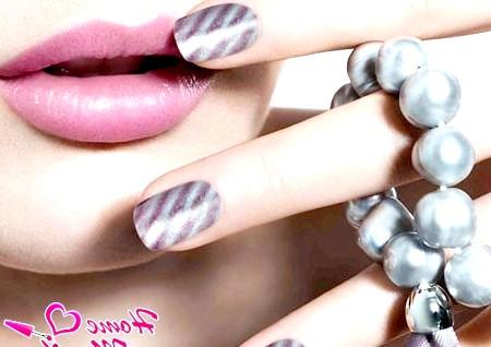 Ефект магніту в дизайні нігтів